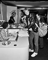1983, ABN WTT, Peter Flemming boekt een trainingsbaan bij de playersdesk