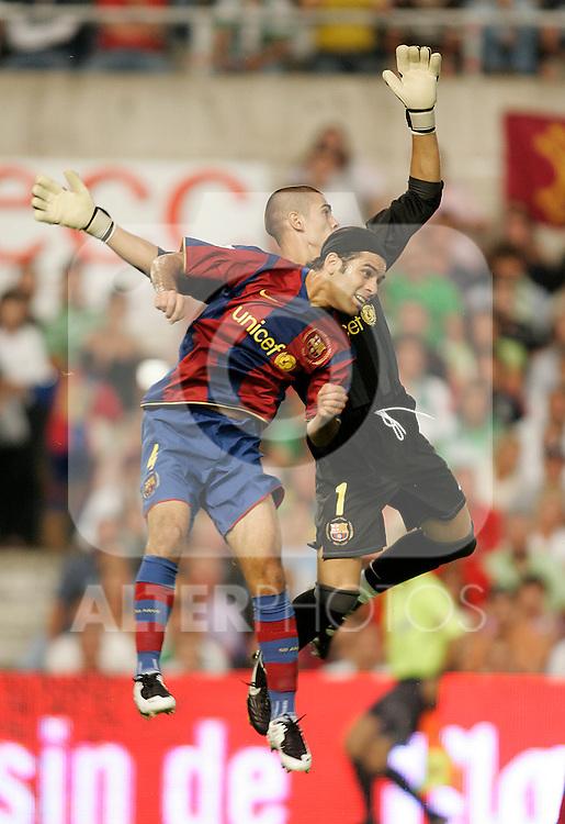 FC Barcelona's players Victor Valdes (r) and Rafael Marquez (l) during the Spanish League match between Racing de Santander and FC Barcelona at El Sardinero Stadium in Santander, Sunday August 26 2007. (ALTERPHOTOS/B.Echavarri).