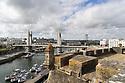 Brest - Bretagna, 23 agosto 2020. Veduta della città dalla Fortezza Vauban. Il Pont de Recouvrance lungo il fiume Penfeld.