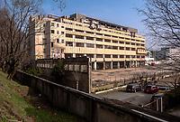 Milano. Ex Palazzo delle Poste di piazzale Lugano, in disuso, abbandonato e fatiscente,  adiacente allo scalo Farini --- Milan. Former, abandoned, Post building adjacent the rail yard Farini
