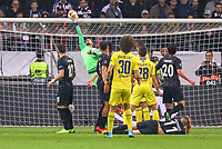 Torwart Kevin Trapp (Eintracht Frankfurt) hält den Freistoss David Luiz (Chelsea FC) - 02.05.2019: Eintracht Frankfurt vs. Chelsea FC London, UEFA Europa League, Halbfinale Hinspiel, Commerzbank Arena DISCLAIMER: DFL regulations prohibit any use of photographs as image sequences and/or quasi-video.