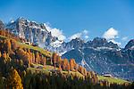 Italy, South Tyrol (Trentino-Alto Adige), comune Badia: mountain farmhouses near San Cassiano and Gruppo di Fanes   Italien, Suedtirol (Trentino-Alto Adige), Gemeinde Abtei: Bergbauernhoefe bei St. Kassian vor der Fanesgruppe