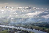 Nebel an der Elbe: EUROPA, DEUTSCHLAND, HAMBURG, NIEDERSACHSEN (EUROPE, GERMANY), 29.07.2004: Nebel an der Elbe