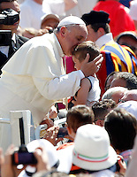 Papa Francesco bacia un bambino al suo arrivo all'udienza generale del mercoledi' in Piazza San Pietro, Citta' del Vaticano, 19 giugno 2013.<br /> Pope Francis kisses a child as he arrives for his weekly general audience in St. Peter's Square at the Vatican, 19 June 2013.<br /> UPDATE IMAGES PRESS/Riccardo De Luca<br /> <br /> STRICTLY ONLY FOR EDITORIAL USE