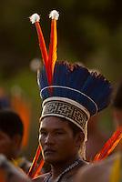 Waiwai assiste os Xerentes na corrida de tora.<br /> <br /> Os Jogos dos Povos Indígenas (JPI) chegam a sua décima edição. Neste ano 2009, que acontecem entre os dias 31 de outubro e 07 de novembro. A data escolhida obedece ao calendário lunar indígena. com participação  cerca de 1300 indígenas, de aproximadamente 35 etnias, vindas de todas as regiões brasileiras. <br /> Paragominas , Pará, Brasil.<br /> Foto Paulo Santos<br /> 04/11/2009