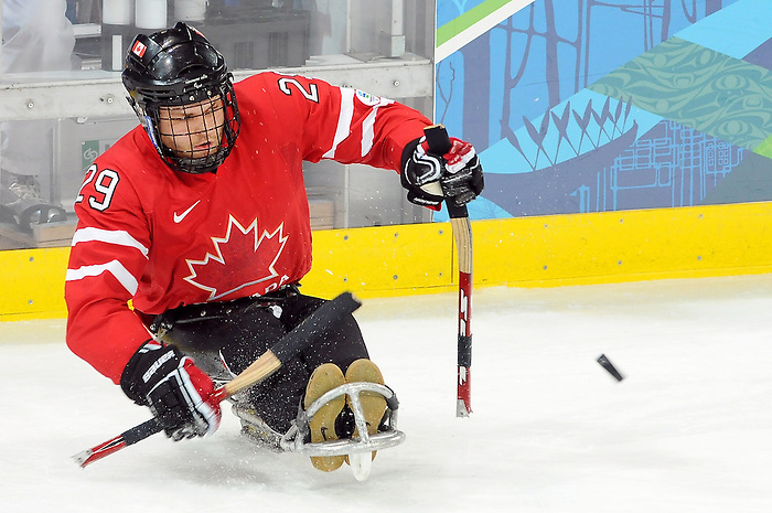 Graeme Murray, Vancouver 2010 - Para Ice Hockey // Para-hockey sure glace.<br /> Team Canada plays against Italy in Para Ice Hockey action // Équipe Canada affronte l'Italie dans un match de para-hockey sur glace. 13/03/2010.