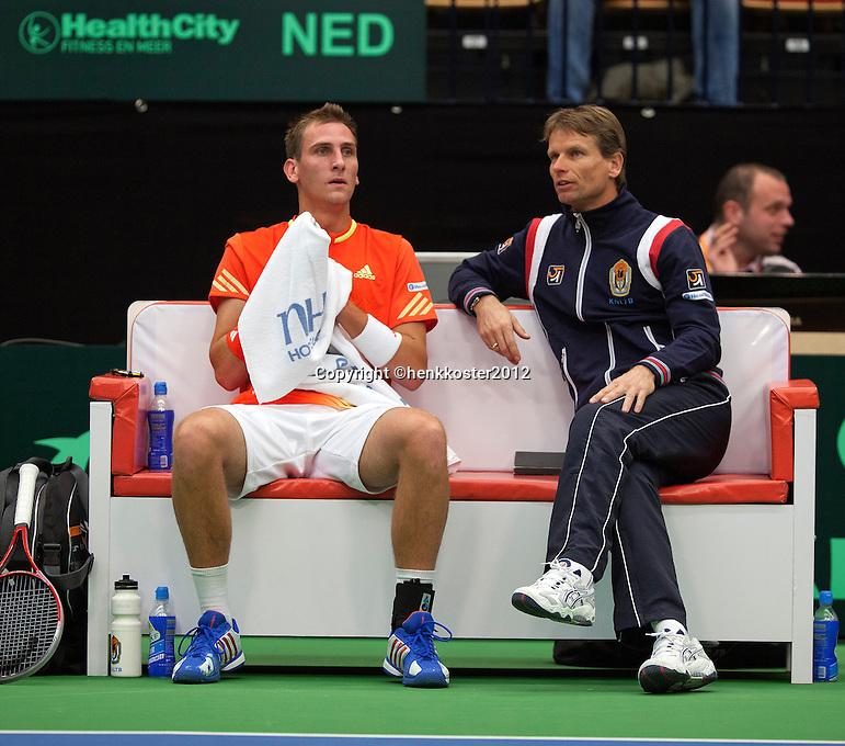 10-02-12, Netherlands,Tennis, Den Bosch, Daviscup Netherlands-Finland,  Thiemo de Bakker  en captain Jan Siemerink