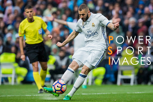 Karim Benzema of Real Madrid in action during their La Liga match between Real Madrid and Valencia CF at the Santiago Bernabeu Stadium on 29 April 2017 in Madrid, Spain. Photo by Diego Gonzalez Souto / Power Sport Images