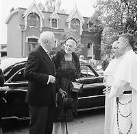 George Vanier et son epouse celebrent leur 50ieme anniversaire de mariage, le 26 Septembre 1960<br /> <br /> PHOTO  : Agence Quebec Presse - Photo Moderne