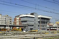 - Milano, scalo ferroviario della Stazione Centrale, cabina sopralevata per la gestione del traffico<br /> <br /> - Milan, Central Station railway station, overhead cab for traffic management
