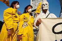 - manifestation of Greenpeace and Legambiente against the French nuclear experiments in the Pacific Ocean ....- manifestazione di Greenpeace e Legambiente contro gli esperimenti nucleari francesi nell'Oceano Pacifico
