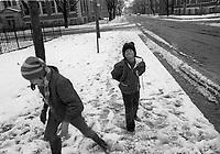 Jeunes pelletant la premiere neige de 1972  <br /> , Novembre 1972 (date exacte inconnue)<br /> <br /> PHOTO : Agence Quebec Presse -  Alain Renaud