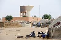 MALI, Gao, tent of IDP´s Internally displaced people from the war in Mali / Zelte von durch den Krieg in Mali vertriebenen Menschen aus Dörfern