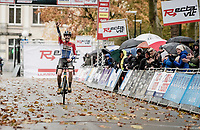 In her first race of the season and her debut race for her new team, Dutch Champion Lucinda Brand (NED/Telenet-Baloise Lions) dominates the race and wins it clearly.<br /> <br /> Jaarmarktcross Niel 2019 (BEL)<br /> <br /> ©kramon
