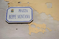 Isola di Pianosa. Pianosa Island. .Le targhe stradali dedicate ai morti ammazzati dalla mafia..The street signs dedicated to the dead killed by the Mafia..Piazza Beppe Montana...