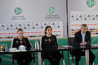 Kim Kulig und Nadine Angerer (D) und DFB Generalsekretaer Wolfgang Niersbach<br /> PK mit Kim Kulig und Nadine Angerer *** Local Caption *** Foto ist honorarpflichtig! zzgl. gesetzl. MwSt. Auf Anfrage in hoeherer Qualitaet/Aufloesung. Belegexemplar an: Marc Schueler, Am Ziegelfalltor 4, 64625 Bensheim, Tel. +49 (0) 151 11 65 49 88, www.gameday-mediaservices.de. Email: marc.schueler@gameday-mediaservices.de, Bankverbindung: Volksbank Bergstrasse, Kto.: 151297, BLZ: 50960101