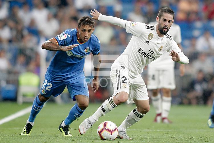 Real Madrid's Isco Alarcon (r) and Getafe CF's Damian Suarez during La Liga match. August 19,2018.  *** Local Caption *** © pixathlon<br /> Contact: +49-40-22 63 02 60 , info@pixathlon.de