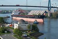 GERMANY, Hamburg, port and Köhlbrand bridge , bulk carrier with coal / DEUTSCHLAND, Hamburg, Süderelbe, Köhlbrandbrücke und Hansaport, Schüttgut Frachter mit Kohle