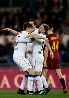 Calcio, Serie A: AS Roma - Atalanta, Roma, stadio Olimpico, 6 gennaio 2018.<br /> Atalanta's Marten De Roon celebrates after scoring with his teammates during the Italian Serie A football match between AS Roma and Atalanta at Rome's Olympic stadium, January 6 2018.<br /> UPDATE IMAGES PRESS/Isabella Bonotto