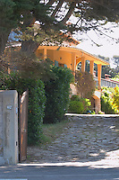 The entrance and drive way up to the house Clos des Iles Chambres d'Hotes Bed and Breakfast Le Brusc Six Fours Cote d'Azur Var France
