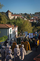 France, Aquitaine, Pyrénées-Atlantiques, Pays Basque,  pendant la fête du piment d'Espelette, défilé des Confrèries dans les rues du village //  France, Pyrenees Atlantiques, Basque Country, Espelette:   during Espelette pepper festival ,   brotherhoods parade in the village streets