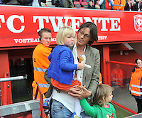 FC Twente - Standard Femina : Tia Hellebaut met haar dochters  Saartje en Lotte Vandeven<br /> foto DAVID CATRY / Nikonpro.be