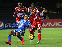 BOGOTA -COLOMBIA, 16 -AGOSTO-2014. Fabian Vargas ( Izq) de  Millonarios disputa el balón con Mike Campaz ( R ) del Deportivo Pasto durante partido de la  quinta  fecha  de La Liga Postobón 2014-2. Estadio Nemesio Camacho El Campin  . /  Fabian Vargas  (R ) of Millonarios   fights for the ball with Mike Campaz of Deportivo Pasto during match of the 5th date of Postobon  League 2014-2. Nemesio Camacho El Campin  Stadium. Photo: VizzorImage / Felipe Caicedo / Staff