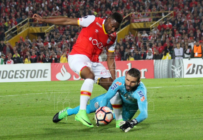 BOGOTA -COLOMBIA, 19-04-2017.    Vanderlei (R)<br /> player of   Santos of Brazil fights the ball agaisnt of  Damir Ceter (L) player of  Independiente Santa Fe of Colombia during match for the date 3   for the Conmebol Libertadores Bridgestone Cup 2017 played at Nemesio Camacho El Campin stadium . Photo:VizzorImage / Felipe Caicedo  / Staff
