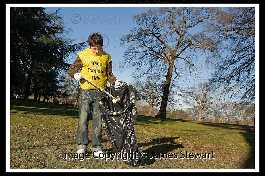 """01/02/2010  Copyright  Pic : James Stewart.11_dollar_park  .::  """" FRIENDS OF DOLLAR PARK """" LITTER PICK : SUNDAY 31ST JANUARY 2010 :: .James Stewart Photography 19 Carronlea Drive, Falkirk. FK2 8DN      Vat Reg No. 607 6932 25.Telephone      : +44 (0)1324 570291 .Mobile              : +44 (0)7721 416997.E-mail  :  jim@jspa.co.uk.If you require further information then contact Jim Stewart on any of the numbers above........."""