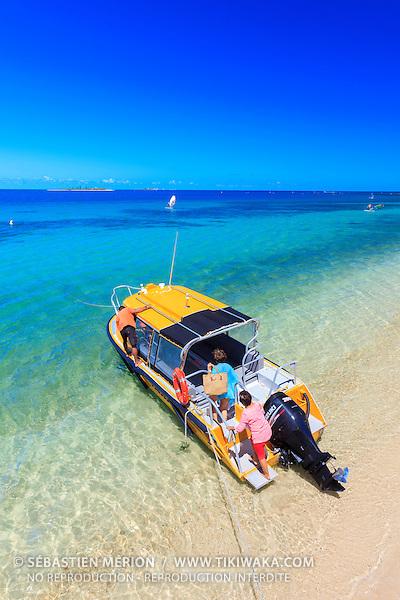 Départ du taxi boat pour les îlots, plage de l'Anse Vata, Nouméa, Nouvelle-Calédonie