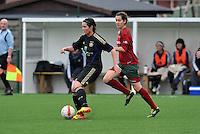 Dames Zulte - Waregem - RSC Anderlecht : Cecile De Gernier aan de bal voor Helene Delebarre .foto DAVID CATRY / VROUWENTEAM.BE