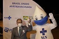 Campinas (SP), 29/04/2021 - Vacina Pfizer - A vacina contra a Covid-19, produzida pela farmaceutica americana Pfizer em parceria com o laboratorio alemao BioNTech, chega ao Brasil nesta quinta-feira (29) no Aeroporto Internacional de Viracopos, em Campinas (SP). O lote advindo da Belgica conta com 1 milhao de imunizantes e e a primeira entrega do contrato de 100 milhoes de doses realizado pelo Ministerio da Saude (MS) em marco deste ano. (Foto: Denny Cesare/Codigo 19/Codigo 19)