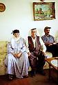 Irak 2002<br /> Issa et Marina, un couple de chrétiens, dans leur maison de Zakho<br /> Irak 2002 <br /> Issa and Marina, a christian couple, in their house of Zakho