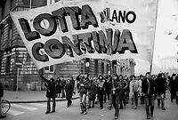 """- manifestation of the leftist group """"Lotta Continua"""" (Milan, 1976)....- manifestazione del gruppo di sinistra Lotta Continua (Milano, 1976)"""