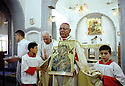Irak Kurdistan 2002<br /> L'évêque chaldéen Mgr. Petros Harbol célébrant la messe à Zakho<br /> Iraq 2002<br /> A Chaldean bishop, Petros Harbol, celebrating Mass in Zakho