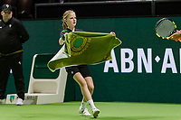 Rotterdam, The Netherlands, Ahoy, Tennis,<br /> ABNAMRO World Tennis Tournament, 13 Februari, 2018, Ballgirl handig a zowel to a player<br /> Photo: www.tennisimages.com