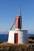 W indmühle in Urzelina auf der Insel Sao Jorge, Azoren, Portugal