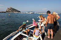 Italien, Ischia, Castello Aragonese in Ponte, Wassertaxi in Cartaromana