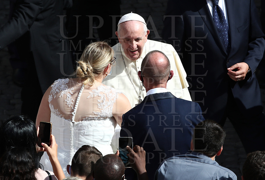 Pope Francis speaks to a newlywed couple wearing face masks at the end of the first limited public audience at the San Damaso courtyard in The Vatican on September 2, 2020 during the COVID-19 infection, caused by the novel coronavirus.<br /> UPDATE IMAGES PRESS/Isabella Bonotto<br /> <br /> STRICTLY ONLY FOR EDITORIAL USE