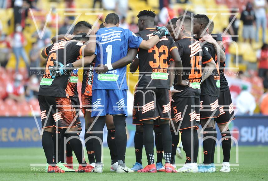 BOGOTA - COLOMBIA, 25-09-2021: Jugadores de Envigado F. C. durante de partido de la fecha 11 entre Independiente Santa Fe y Envigado F. C. por la Liga BetPlay DIMAYOR II 2021, en el estadio Nemesio Camacho El Campin de la ciudad de Bogota. / Players of Envigado F. C. during a match of the 11th date between Independiente Santa Fe and Envigado F. C., for the BetPlay League I 2020 at the Nemesio Camacho El Campin Stadium in Bogota city. / Photo: VizzorImage / Luis Ramirez / Staff.BOGOTA - COLOMBIA, 25-09-2021: Jugadores de Envigado F. C. durante de partido de la fecha 11 entre Independiente Santa Fe y Envigado F. C. por la Liga BetPlay DIMAYOR II 2021, en el estadio Nemesio Camacho El Campin de la ciudad de Bogota. / Players of Envigado F. C. during a match of the 11th date between Independiente Santa Fe and Envigado F. C., for the BetPlay League I 2020 at the Nemesio Camacho El Campin Stadium in Bogota city. / Photo: VizzorImage / Luis Ramirez / Staff.