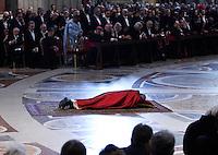 Papa Francesco celebra la Passione del Signore nella Basilica di San Pietro, Citta' del Vaticano, 3 aprile 2015.<br /> Pope Francis celebrates the Lord's Passion in St. Peter's Basilica at the Vatican, 3 April 2015.<br /> UPDATE IMAGES PRESS/Isabella Bonotto<br /> <br /> STRICTLY ONLY FOR EDITORIAL USE