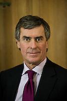 EXCLUSIF - RDV avec le dÈputÈ PS JÈrÙme Cahuzac, prÈsident de la commission des Finances et membre de l'Èquipe du candidat FranÁois Hollande, dans son bureau ‡ l'assemblÈe nationale.