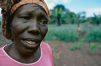 Uganda. Kayunga district. Nnongo. The farmer Florence Badaaza works in her fields.© 2004 Didier Ruef