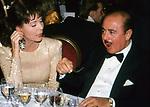 ELSA MARTINELLI CON  ADNAN KHASHOGGI<br /> PREMIO THE BEST -  PARIGI 1990