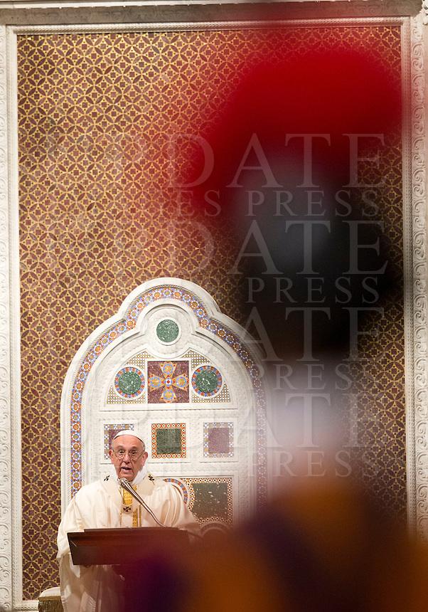 Papa Francesco celebra la messa di chiusura del Giubileo per gli 800 anni della conferma dell'Ordine dei Frati Predicatori, nella Basilica di San Giovanni in Laterano, 21 gennaio 2016.<br /> Pope Francis celebrates a Mass to mark the closing of the Jubilee year for the 800th anniversary of the foundation of the Dominican Order in Saint John Lateran Basilica in Rome, 21 January 2016.<br /> UPDATE IMAGES PRESS/Riccardo De Luca<br /> <br /> STRICTLY ONLY FOR EDITORIAL USE