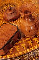 Afrique/Maghreb/Maroc/Essaouira : Détail d'objets de marqueterie en thuya chez M. Essakhi
