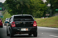 SÃO PAULO, SP, 19.11.2020: Rodizio de veículos placa encoberta - Motorista é flagrado circulando entre a Marginal Tietê e Via Anhanguera com a placa do veículo encoberta no fim da tarde desta quinta - feira (19) . Encobrir a placa do veículo é infração gravíssima com retenção e multa.