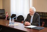 Ojars Eriks Kalnins, Vorsitzender des Auswärtigen Ausschusses der Saeima (Lettisches Parlament). Am 14. Februar im Konferenzsaal der Saeima beim Treffen mit dem Georgischen Minister für Europafragen, Victor Dolidze.