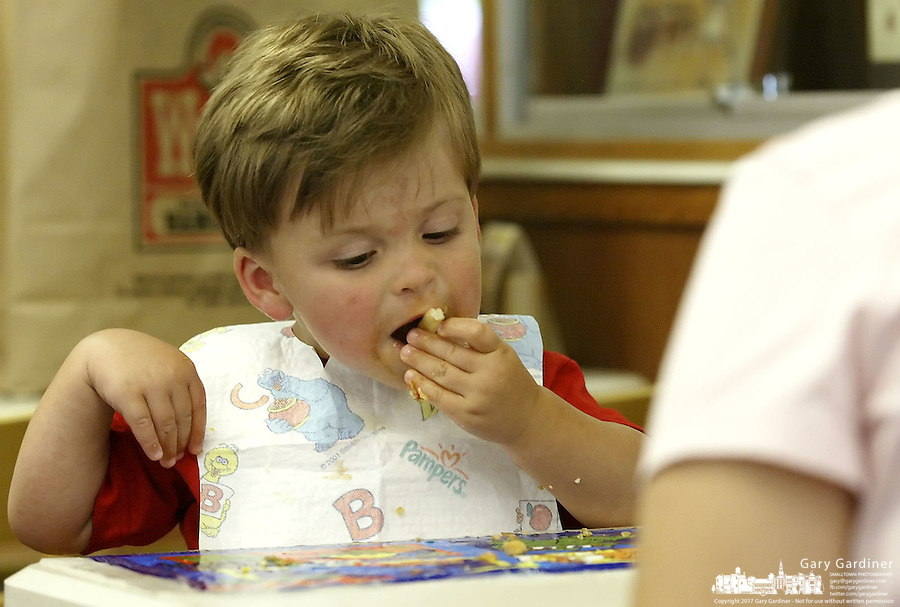 19-month-old Max Hanneman, of Dublin, enjoys french fries and chicken nuggets for lunch at a Wendy's restaurant Wednesday, June 7, 2006, in Dublin, Ohio. Wendy's is making the switch to non-hydrogenated cooking oil for fries and breaded chicken products.<br />