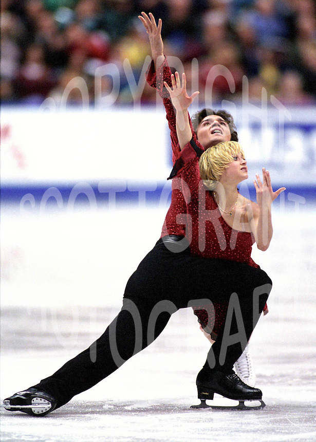 Elena Berezhnaya and Anton Sikharulidze Russia. Skate Canada. Photo Scott Grant